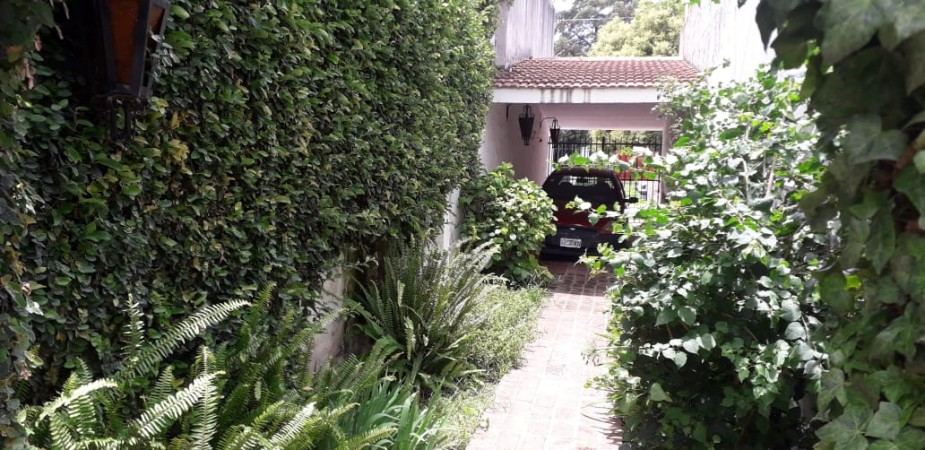 Casa en venta Barrio Matienzo 2 dor  a metros de Fleming