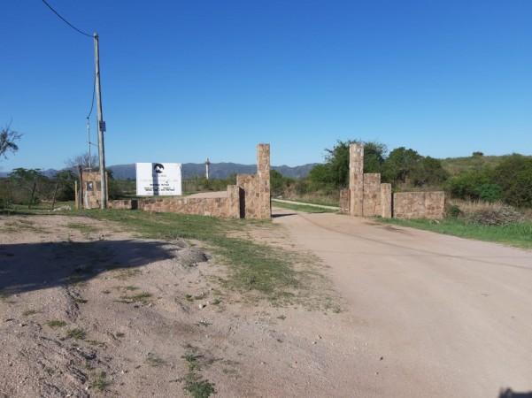 Lote en venta en Villa del Lago 820 m2  barrio La Loma zona museo del tractor  PEKOS $1.800.000