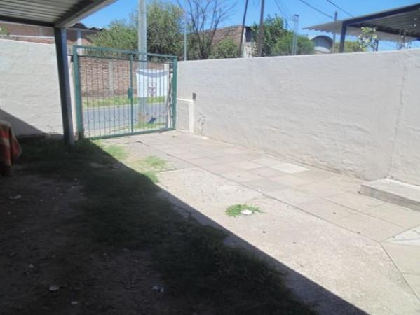 Casa en venta en Ameghino Norte a metros Ruta 20 Escritura